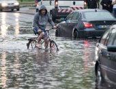 إصابة أربعة أشخاص إثر هطول أمطار غزيرة على طرق غرب سويسرا