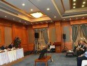 تفاصيل اجتماع إبراهيم محلب ولجنة تنمية جنوب الوادى بمحافظ أسوان