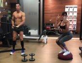 رونالدو يبدأ الاستعداد للمونديال بتدريبات بدنية مع صديقته