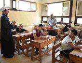 طلاب الثانوية الأزهرية بالقسم العلمى يؤدون اليوم امتحان الأحياء