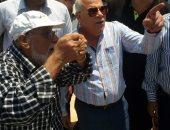 محافظ بورسعيد يناقش ملفى النظافة والاشغالات وفرص العمل بالقطاع الخاص.. صور