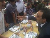 النائب أحمد إسماعيل يشارك أهالى الحرفيين فى حفل إفطار جماعى