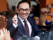 السياسى الماليزى البارز أنور إبراهيم يؤدى اليمين الدستورية كعضو فى البرلمان