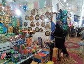 """صور.. """"الكادحون فى مصر"""".. عبد الحميد ابن الشرقية يصنع المشغولات اليدوية"""