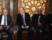 خالد عبد الجليل ينوب عن وزيرة الثقافة فى عزاء مديحة يسرى