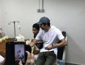"""عمرو سعد ينشر صورا من زيارته لمستشفى أبو الريش.. ويعلق: """"محتاجين لبعض"""""""