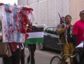 بقميص الدماء.. حشد فلسطينى أمام مقر تدريبات الأرجنتين لمنع ودية إسرائيل