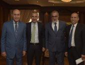 الفريق مميش يجتمع مع عدد من المستثمرين بالمنطقة الاقتصادية