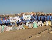 """مؤسسة """"شباب بتحب مصر"""" تنظم 24 فريقا للتنظيف في 6 محافظات"""