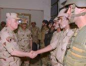 الفريق محمد فريد يلتقى رجال القوات المسلحة والشرطة بشمال سيناء ويشاركهم تناول الافطار