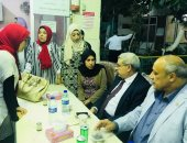 صور.. نائب رئيس جامعة طنطا يتناول الإفطار وسط طلاب المدينة الجامعية