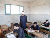 طلاب الثانوية الأزهرية يؤدون امتحان الجبر والهندسة الفراغية اليوم