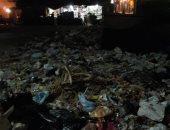 صور..تلال القمامة تغزو شارع كوبرى فاطمة الزهراء بطريق السماد بأسوان