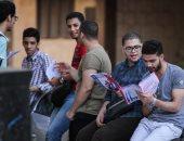 طلاب الثانوية العامة قبل دخولهم لجان الامتحان: نشعر بالقلق