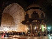 خشوع ودعاء وروحانيات فى صلاة التراويح بمسجد السلطان حسن