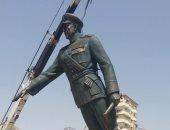 صور.. وصول تمثال الرئيس السادات إلى أحد ميادين السويس