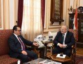 رئيس جامعة القاهرة يلتقى سفير كازاخستان لبحث التعاون فى المجالات التعليمية