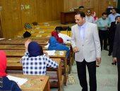 صور.. رئيس جامعة دمنهور يتفقد امتحانات كلية الطب البيطرى