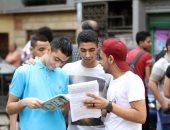 فيديو.. توافد طلاب الثانوية العامة على لجان مدارس شبرا لأداء امتحانى الفيزياء والتاريخ
