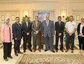 """رئيس """"القابضة للمطارات"""" يلتقى أعضاء اللجنة النقابية للشركة"""