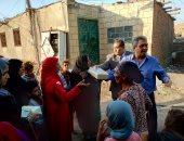 نائب محافظ القاهرة يوزع 500 علبة كعك على أهالى منشية ناصر