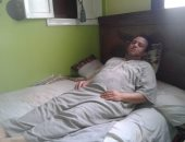 صور.. أشرف يحتاج لمشروع يعيش منه وتكلفة جراحة وتسديد ديونه وعلاج زوجته
