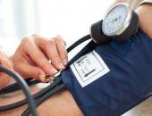 لهذا السبب ارتفاع ضغط الدم بمنتصف العمر يسبب الإصابة بالخرف