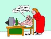 """مواطن يتجرع النبيذ بشعار """"عاوز انسى مسلسلات رمضان"""" فى كاريكاتير اليوم السابع"""