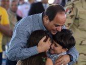 السيسي: لا يمكن أن ننسى أو نتخلى عن أبناء وبنات شهداء ومصابى مصر
