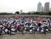 صور.. مسلمو العالم يؤدون صلاة عيد الفطر المبارك