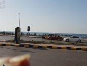 مرور الإسكندرية ترفع كافة السيارات المتواجدة على طريق الكورنيش