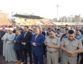محافظو سوهاج والشرقية والبحر الأحمر يؤدون صلاة العيد وسط المواطنين