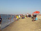 صور.. مصيف بلطيم كامل العدد و120 منقذ لمنع حالات الغرق بكفر الشيخ