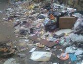 قارئ يشكو من تراكم القمامة بالدرب الأحمر