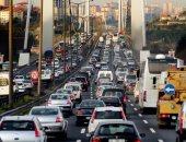 فنان أسترالى يُدفن حيا تحت طريق مزدحم لمدة 72 ساعة