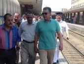صور.. جولات ميدانية لوزير النقل بالسكة الحديد والمترو والمراكب النيلية