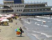 صور.. المئات يتوافدون على شاطئ بورسعيد ثانى أيام عيد الفطر