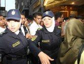 صور.. الشرطة النسائية تواصل تأمين الفتيات من التحرش فى ثانى أيام العيد