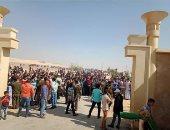 صور.. المصريون والأجانب يحتفلون بثانى أيام العيد بمنطقة مصر الوسطى