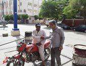 صور.. محافظ المنيا يتابع تطبيق تعريفة الأجرة الجديدة بموقف سيارات الأخصاص