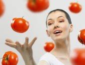 مش بس للأكل.. 3وصفات طبيعية  بعصير الطماطم للعناية بالشعر