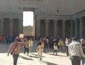 صور.. توافد المصريين على معبدى إدفو وفيلة بأسوان فى ثالث أيام العيد