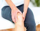 هل عملية تغيير مفصل الركبة تسبب مضاعفات صحية للقدم؟