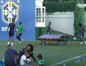 أطفال لاعبى البرازيل يشاركون آبائهم تدريبات كأس العالم