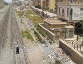 """صور.. الإهمال يضرب سكة حديد سوهاج.. حوادث متكررة بسبب """"فتحة الموت"""""""