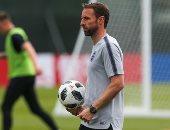 مدرب منتخب إنجلترا يتعرض لخلع فى الكتف.. صور