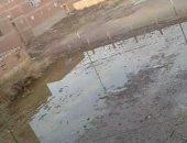 """""""الملعب مهجور من 11 سنة"""".. مياه الصرف تغرق مركز شباب ميت غزال فى الغربية"""