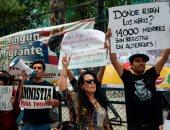 صور..مظاهرة بمحيط السفارة الأمريكية فى المكسيك تنديدا بسياسة ترامب ضد الهجرة