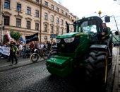 صور.. مزارعون ينضمون إلى المتظاهرين ضد الحكومة فى سلوفاكيا