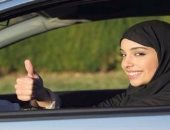 عكاظ: المرأة السعودية ثقة وتمكين وانتصارات كبيرة بعد تحررها من القوانين